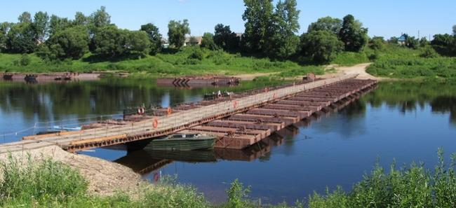 Понтонный мост через р.Западная Двина